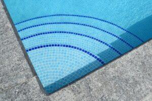 Kristal helder zwembadwater