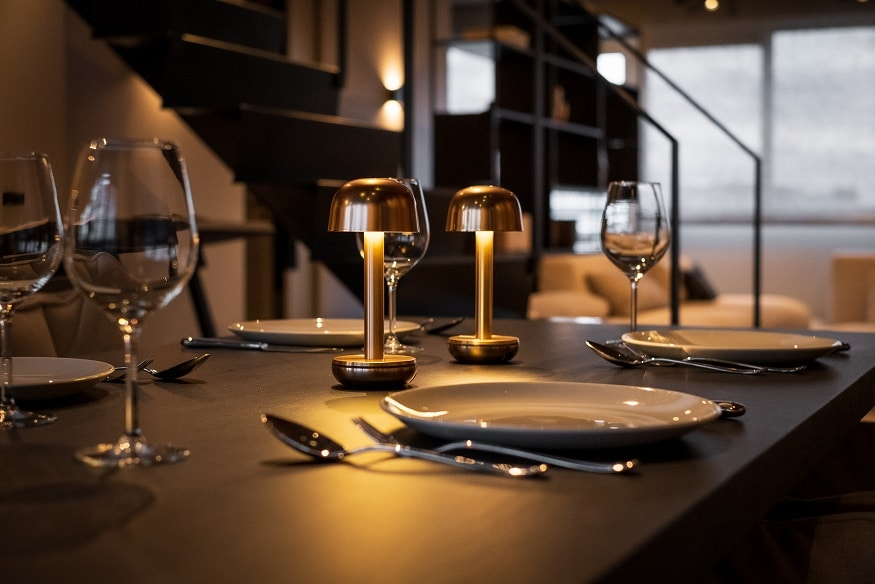 Humble two table light resto